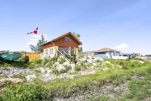 tiny-beachfront-cottage (11)