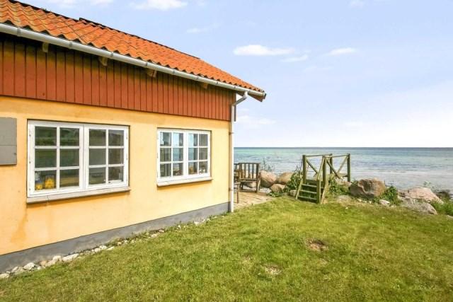 tiny-beachfront-cottage (13)
