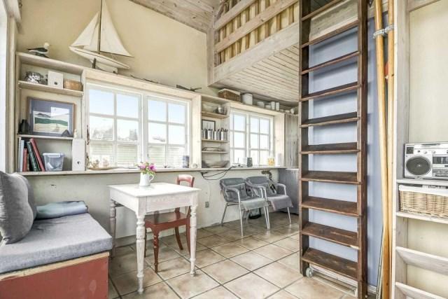 tiny-beachfront-cottage (4)