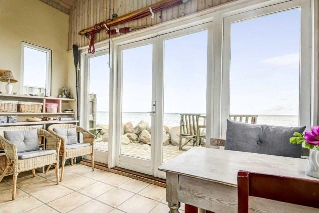 tiny-beachfront-cottage (6)