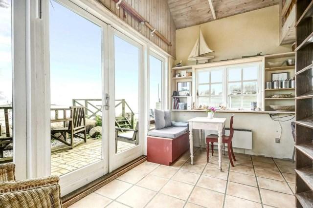 tiny-beachfront-cottage (7)