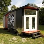 บ้านเคบินขนาดเล็ก ออกแบบหน้าแคบ หลังคาเพิงฯ รองรับการใช้งานแบบบ้านสวน