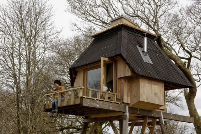tiny-hut-on-stilts-house (1)