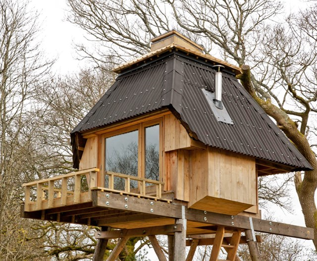 tiny-hut-on-stilts-house (11)