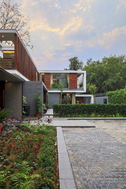 two-story Modern house Box -shaped design (7)