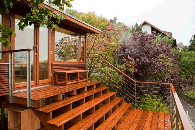 wooden holiday stilts House (1)