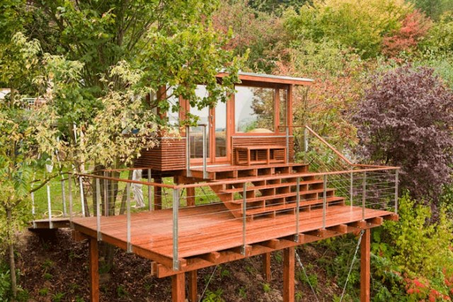 wooden holiday stilts House (2)