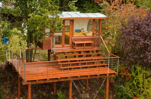 wooden holiday stilts House (3)