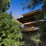 บ้านตากอากาศสไตล์โมเดิร์น วัสดุจากไม้หลังคาเพิงฯ สุดโรแมนติกกับบรรยากาศบนเนินเขา