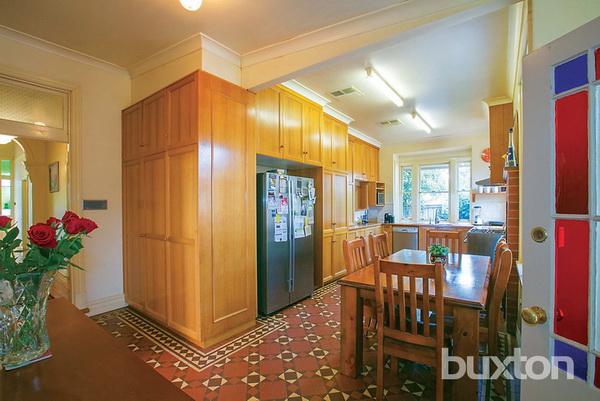 1 floor white classic house wooden interior (2)