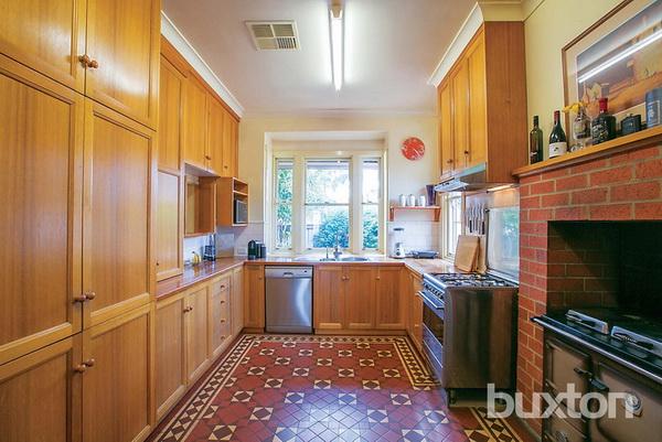 1 floor white classic house wooden interior (4)