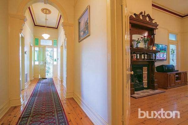 1 floor white classic house wooden interior (6)