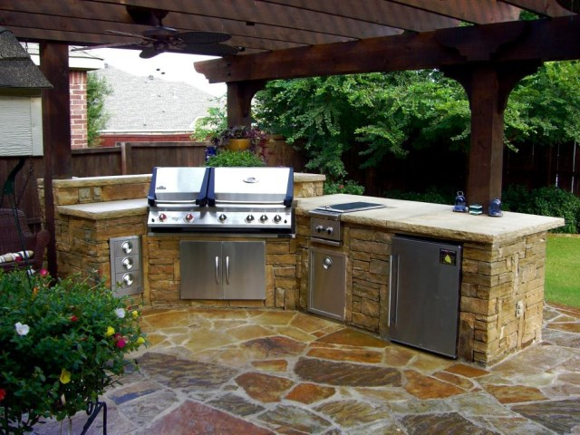 12-sizzling-party-ready-outdoor-kitchens (10)