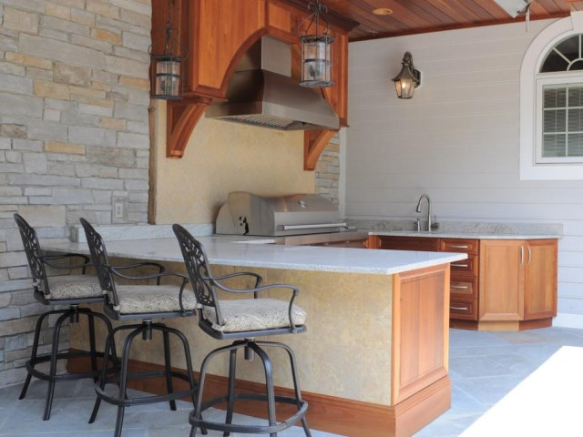 12-sizzling-party-ready-outdoor-kitchens (2)