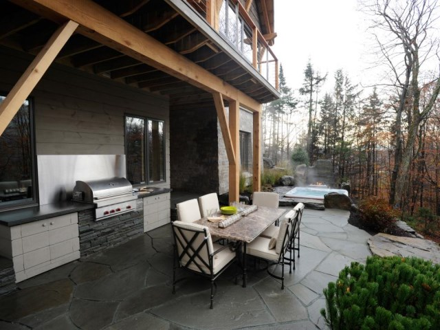 12-sizzling-party-ready-outdoor-kitchens (8)