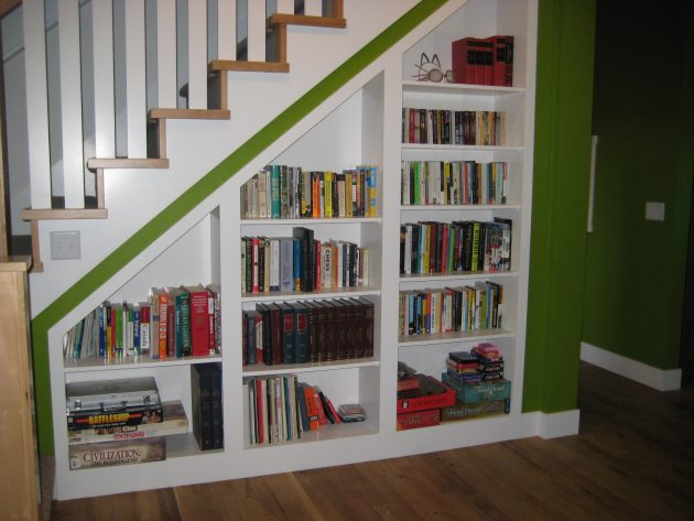 15-functional-libraries-under-the-stairs (13)
