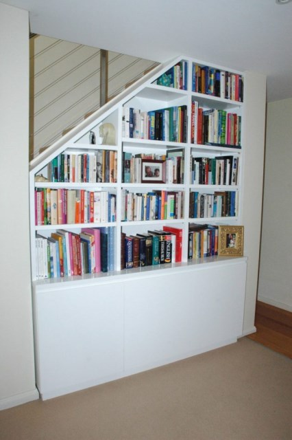 15-functional-libraries-under-the-stairs (15)
