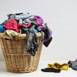 """15 เคล็ดลับ """"ดูแลเสื้อผ้าให้หอมสะอาด"""" หมดปัญหากวนใจกลิ่นอับรบกวนในฤดูฝน"""