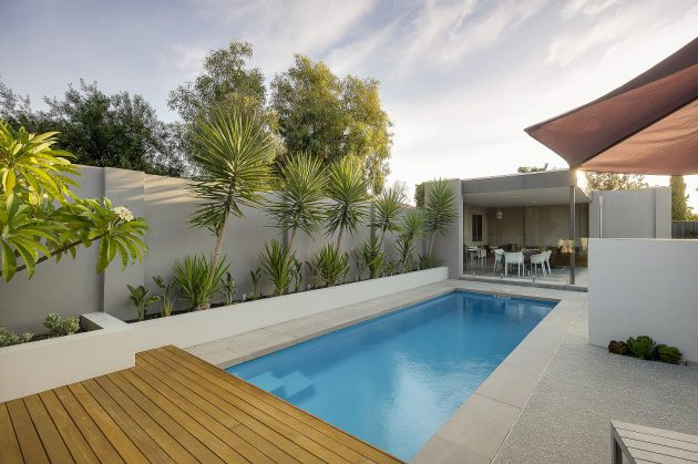 17-spectacular-narrow-swimming-pool-designs (12)