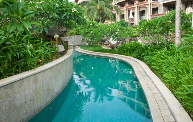 17-spectacular-narrow-swimming-pool-designs (5)