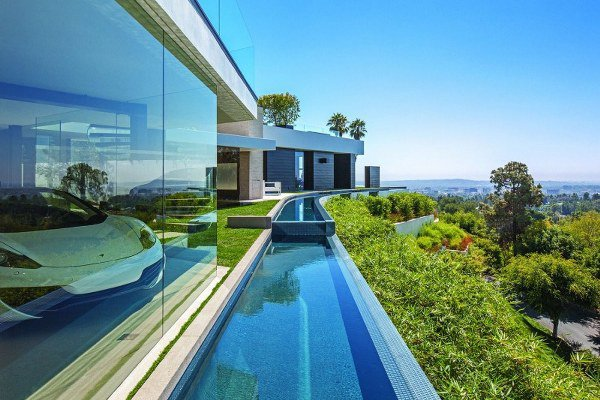17-spectacular-narrow-swimming-pool-designs (9)