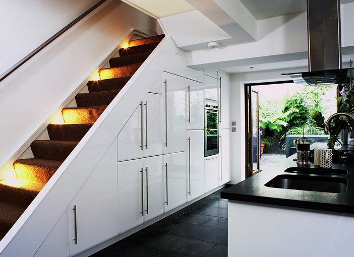 19 SPACE-SAVING UNDER STAIRS KITCHENS YOU NEED TO SEE (2)