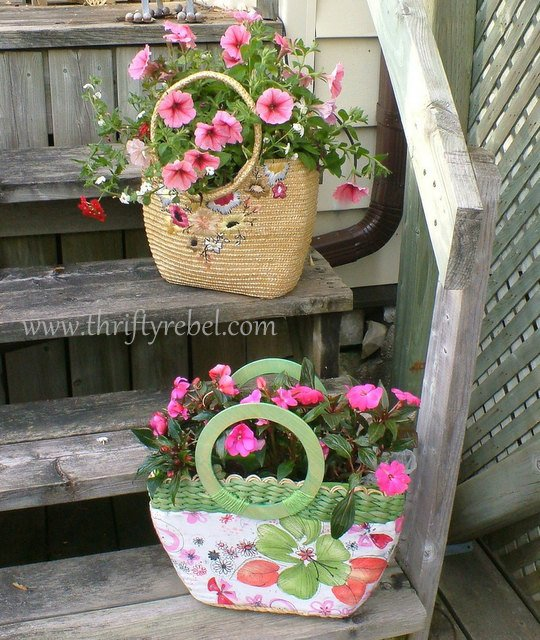 23-interesting-diy-garden-decorations-that-anyone-can-do (13)