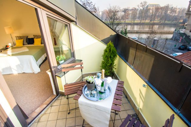 26-small-balcony-designs-in-traditional-style (1)