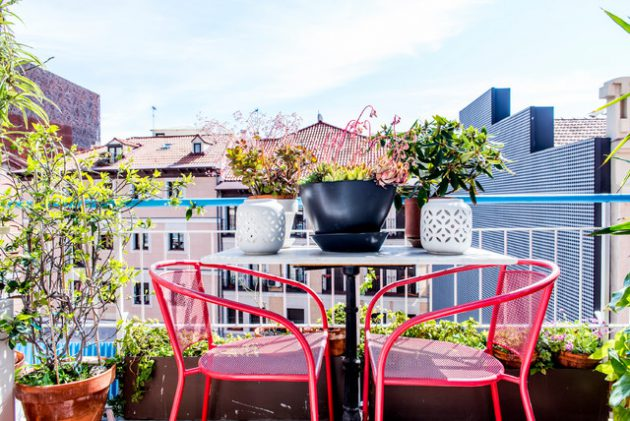 26-small-balcony-designs-in-traditional-style (10)