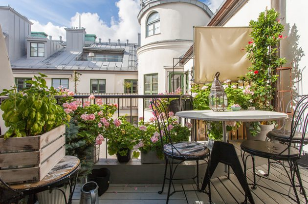 26-small-balcony-designs-in-traditional-style (2)