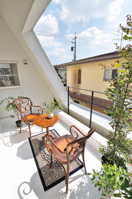 26-small-balcony-designs-in-traditional-style (26)