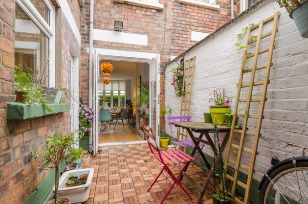 26-small-balcony-designs-in-traditional-style (5)