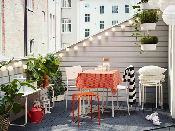 27-relaxing-outdoor-furniture-with-Green-space (1)