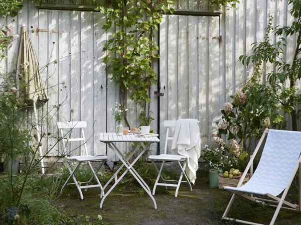 27-relaxing-outdoor-furniture-with-Green-space (11)