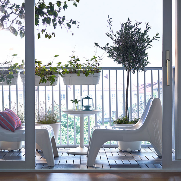 27-relaxing-outdoor-furniture-with-Green-space (16)