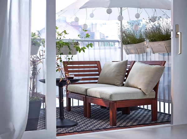 27-relaxing-outdoor-furniture-with-Green-space (19)