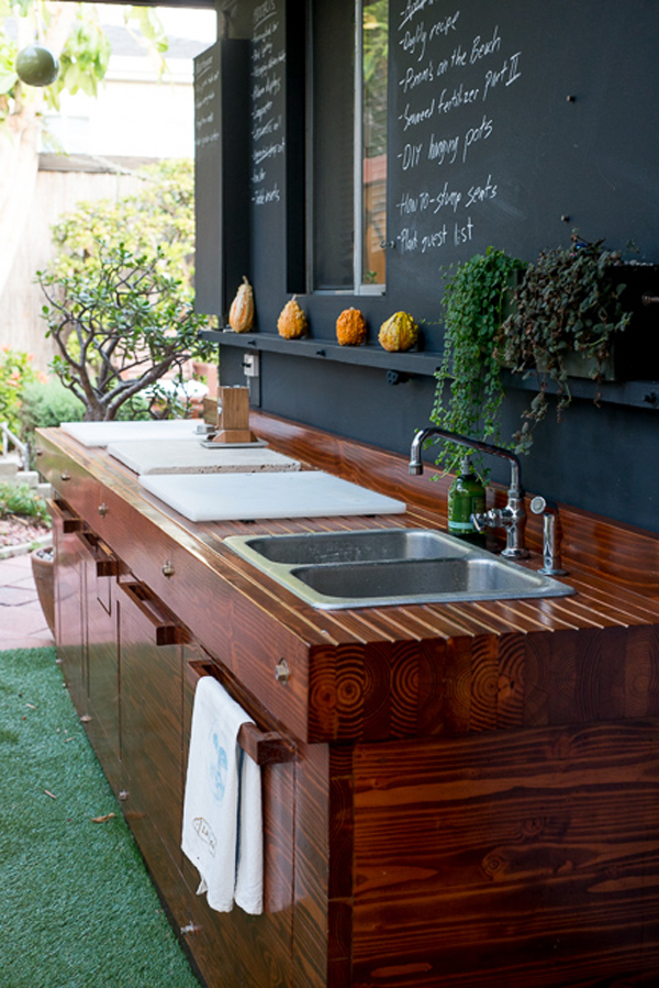 35-most-awesome-outdoor-kitchens (15)