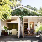 บ้านคอทเทจขนาดเล็ก 1 ห้องนอน 1 ห้องน้ำ ตกแต่งอบอุ่น และร่มรื่นกับธรรมชาติที่รายล้อม