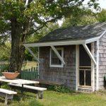 บ้านคอทเทจขนาดเล็กกะทัดรัด ตกแต่งด้วยไม้ รองรับการพักผ่อนตามสวนไร่ สไตล์บ้านตามชนบท