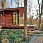 บ้านตากอากาศสไตล์เคบิน ภายในออกแบบคล้ายห้องสตูดิโอ 1 ห้องโถง เหมาะกับการประยุกต์ทำเป็นออฟฟิศ