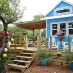 บ้านกระท่อมสีสวย มาพร้อมเฉลียงขนาดใหญ่ รองรับการใช้งานแบบที่คนไทยชื่นชอบ