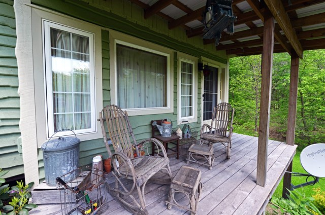 Cottages stilts house 1 bedroom with balcony hillside (11)