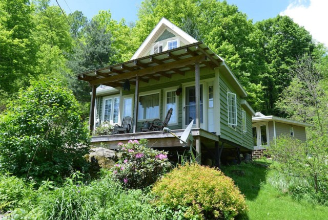 Cottages stilts house 1 bedroom with balcony hillside (12)