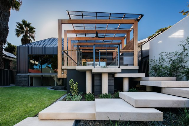 Modern home With outdoor relaxation area (16)