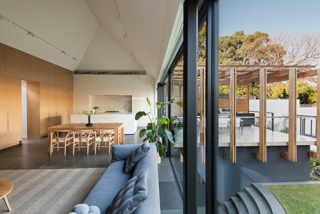 Modern home With outdoor relaxation area (4)
