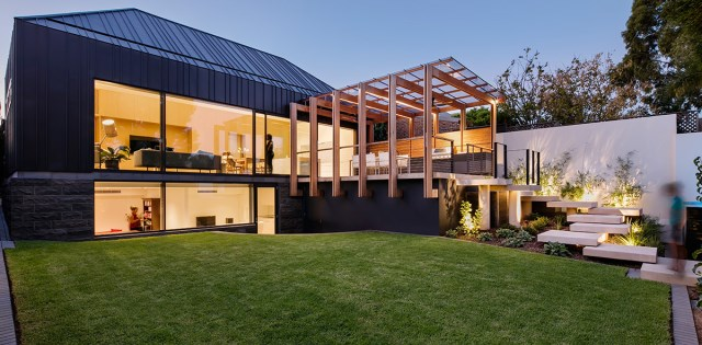 Modern home With outdoor relaxation area (7)