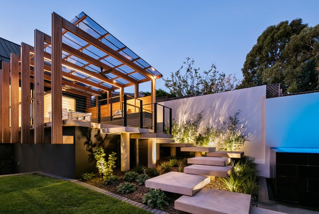 Modern home With outdoor relaxation area (9)