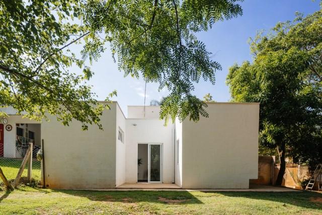 Modern home minimalist style with garden (12)