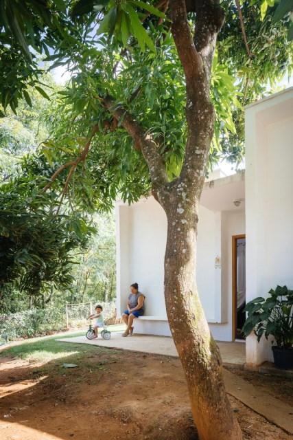 Modern home minimalist style with garden (3)