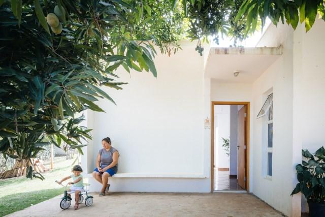 Modern home minimalist style with garden (4)